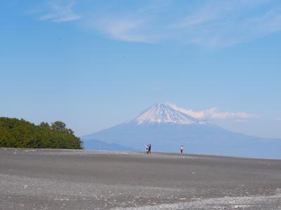 昨日ですが三保の松原行ってきました。ちょっと富士山山頂の雪が物足りないですが、綺麗でした。