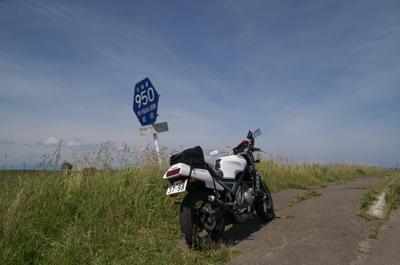 電車を待ちながらネットサーフしてて思い出したけど、今日8月19日バイクの日は私の誕生日でした!こないだ免許の更新に行ったばかりなのに、スマホの画面で「8月19日はバイクの日」という表記を見かけるまでポックリ忘れてました!