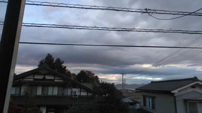 おはようございます☁風の強い朝です。雨予報ですが、まだ降ってません。これからかなぁ〜今日頑張れば休みだー(笑)